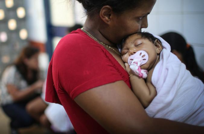 Вирус Зика вызывает миркроцефалию. Фото: Mario Tama/Getty Images