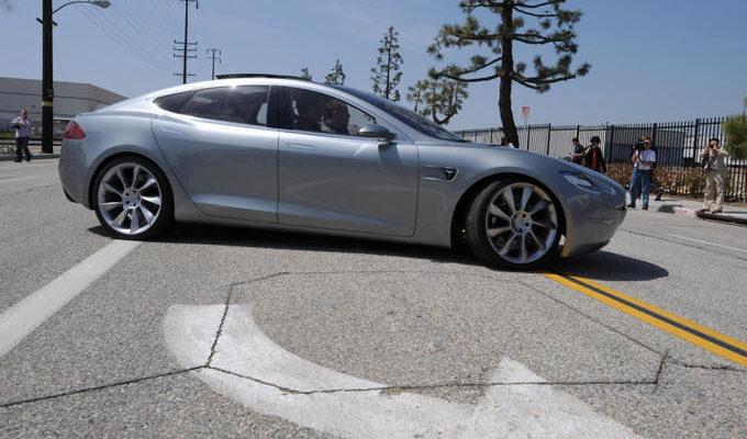 Автопилот Tesla стал виновником аварии