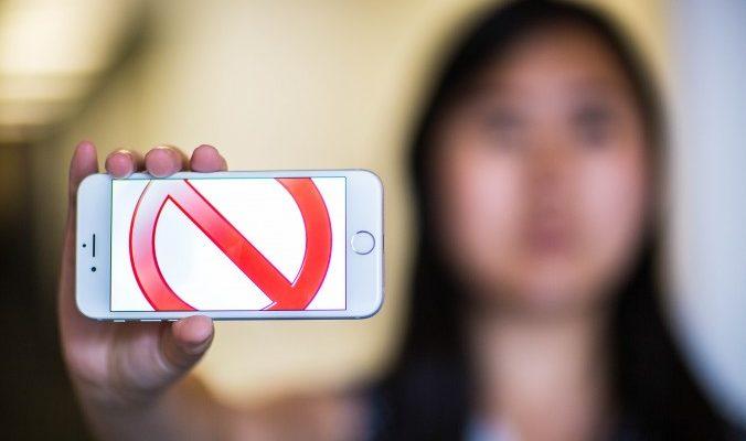 Китайская компания заплатит сотрудникам за отказ от айфонов