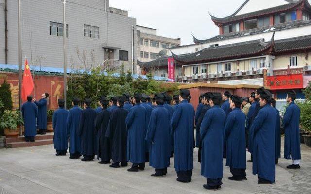 В китайской даосской академии учат любить компартию