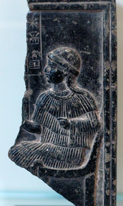 Рельеф, посвящённый богине Нинсун, матери Гильгамеша. Фото: Public Domain
