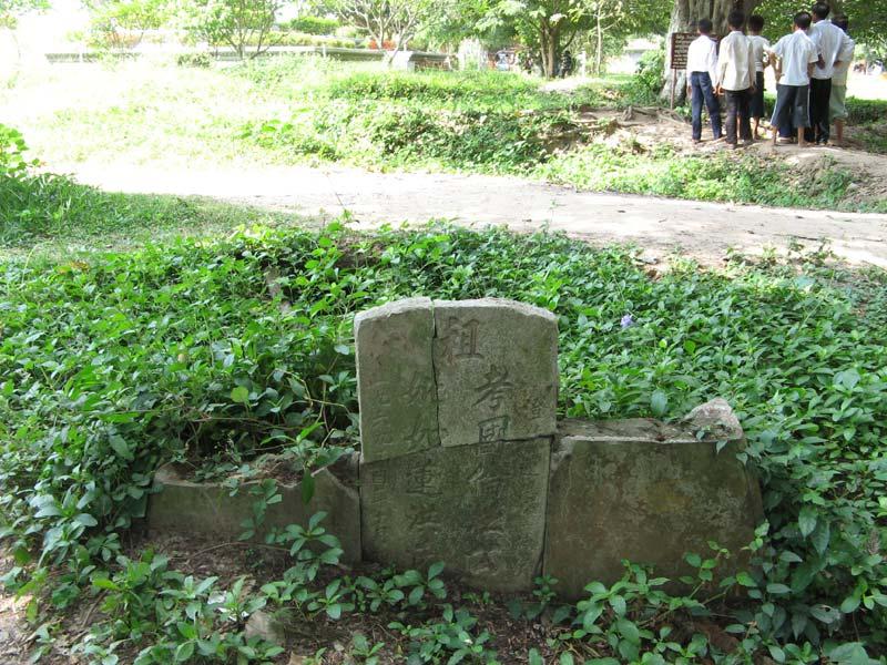 Китайский надгробный памятник. Фото: Public Domain