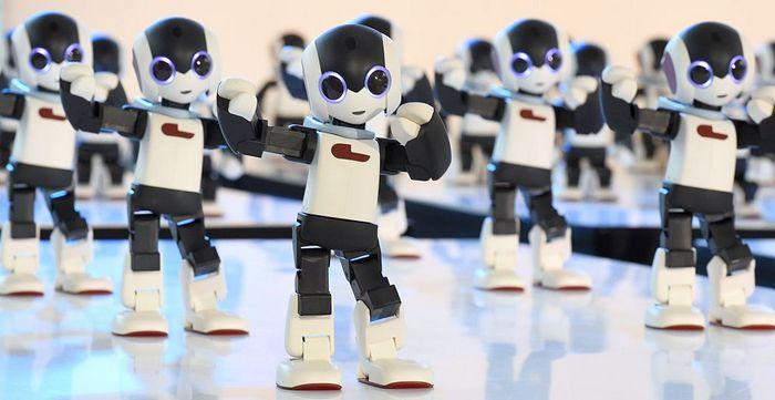 Танцующие роботы. Фото: TORU YAMANAKA/AFP/Getty Images