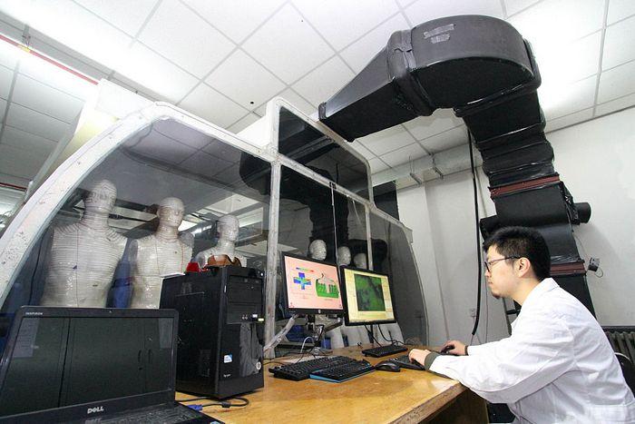 Учёный в Университете города Таньцзинь. Фото: VCG/VCG via Getty Images