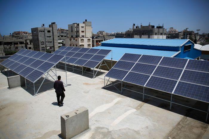 Солнечные электростанции в городе Газе в Палестине. Фото: MOHAMMED ABED/AFP/Getty Images