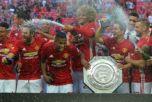 «Манчестер Юнайтед» отмечает победу над «Лестером» в матче за Суперкубок Англии, 7 августа. 2016 год. Фото: GLYN KIRK/AFP/Getty Images
