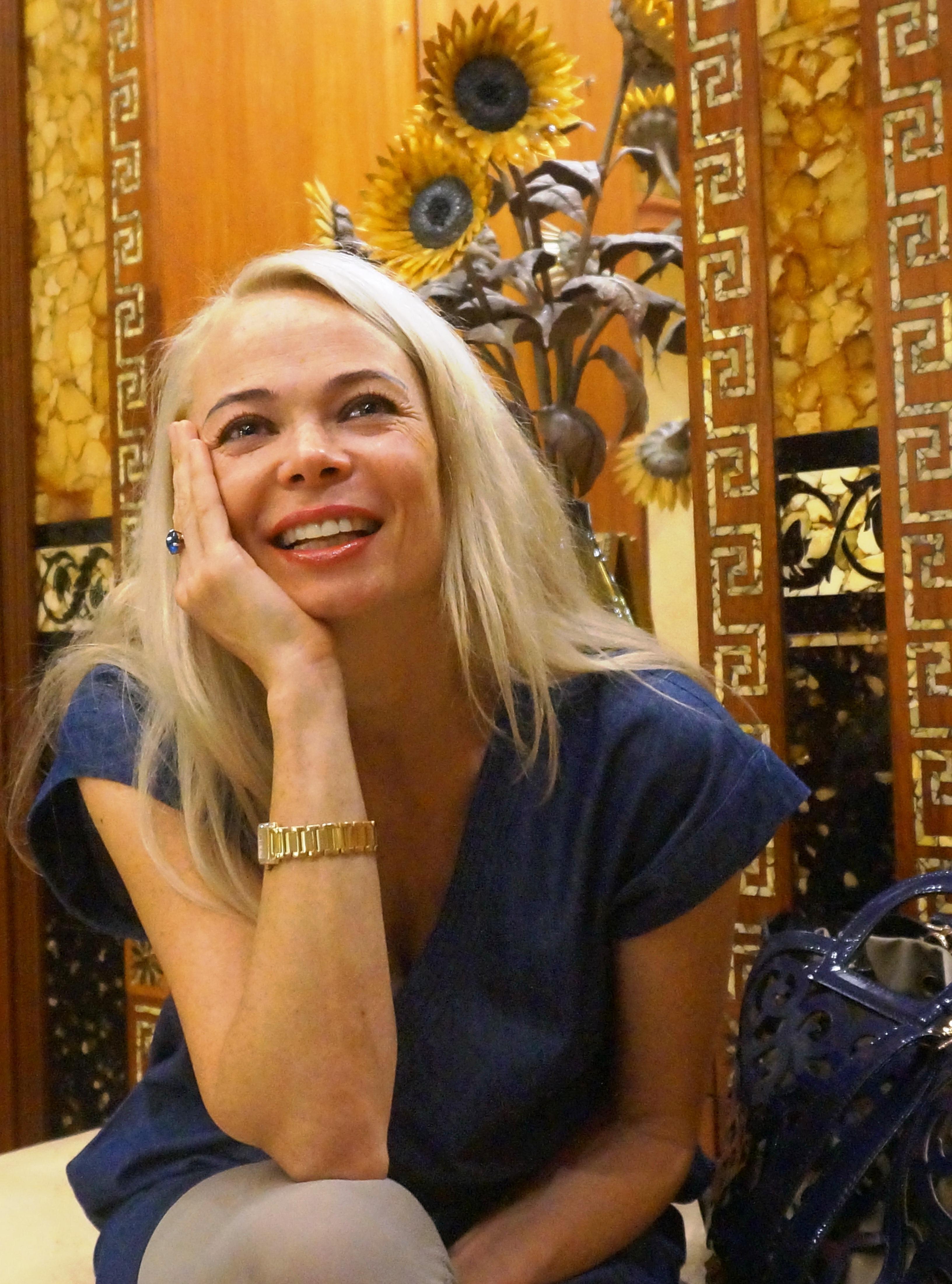 В Янтарной комнате с Натали Валнере. Фото: Ульяна Ким/Великая Эпоха