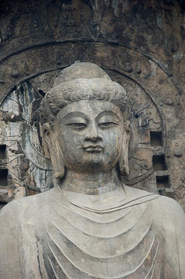 Будда Вайрочана. Пещеры Лунмэнь. Фото: Public Domain
