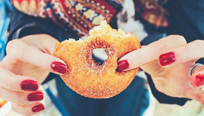 Зачем мозгу нужен сахар и стоит ли его ограничивать в сладком?
