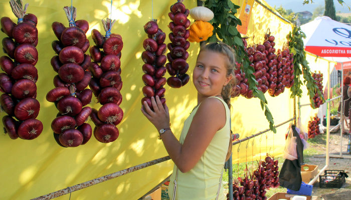 Красный ялтинский лук стал героем фестиваля «Луко-морье» в Крыму (видео)