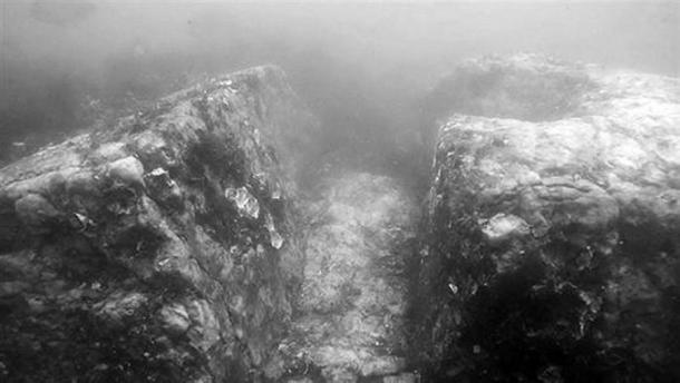 Коридор, выложенный брусчаткой. Фото: 10333.com