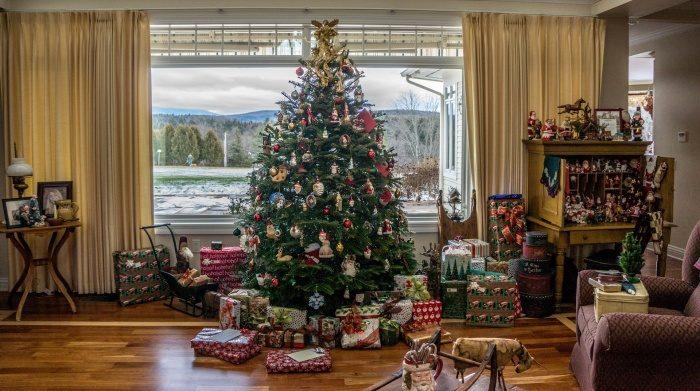 Путешествие новогодней ёлки сквозь века