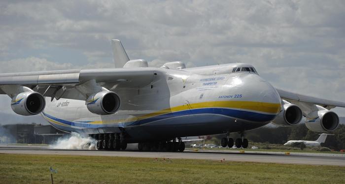 Ан-225 «Мрия». Фото: GREG WOOD/AFP/Getty Images