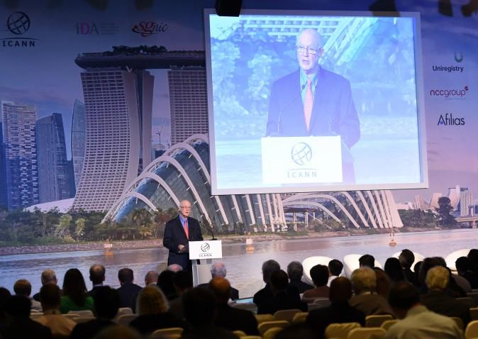 Председатель ICANN Стив Крокер выступает на совещании ICANN в Сингапуре 9 февраля 2015 г. Фото: Roslan Rahman/AFP/Getty Images
