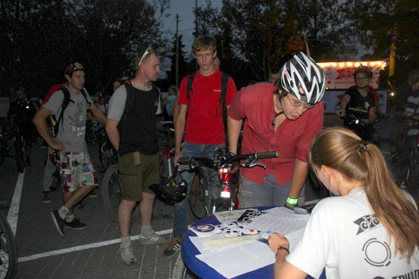 Регистрация участников на фестивале «ВелоНочь» в Севастополе. Фото: Алла Лавриненко/Великая Эпоха