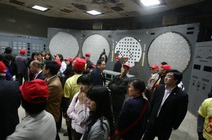 Китай. Туристы посещают подземный ядерный завод 816. Фото: baidu.com