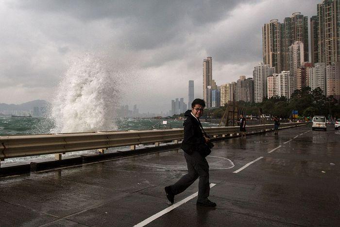 Гонконг опустел, тайфун «Хайма» приближается. Фото: ANTHONY WALLACE/AFP/Getty Images