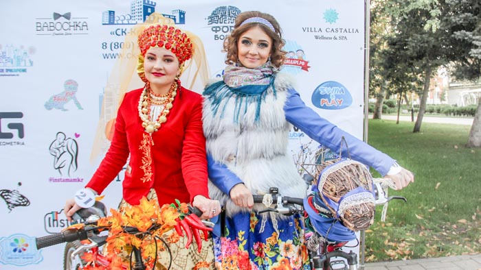 Тонигольд Татьяна (слева), Токмачева Елена. Фото: Александр Трушников/Великая Эпоха