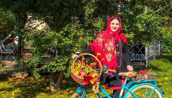 Леди на велосипеде: когда велосипед — модный аксессуар