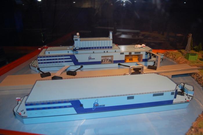 Макет плавучей атомной теплоэлектростанции малой мощности. Фото: By Felix — Maqueta/commons.wikimedia.org/ CC BY 2.0