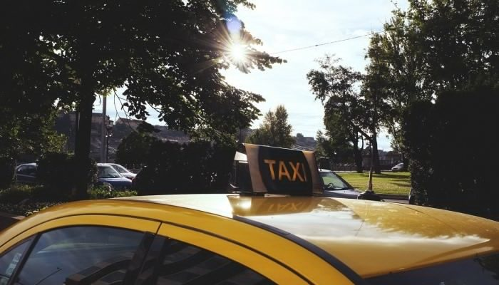 Как заказать такси с помощью мобильного приложения