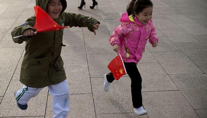 В Китае фото пропавших детей появятся на бутылках с водой