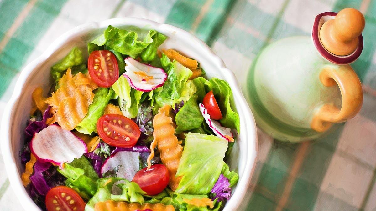 Лучшие и худшие ингредиенты для салатов, по мнению диетологов