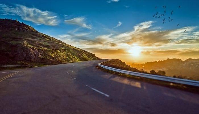 В путешествие  —  на автомобиле