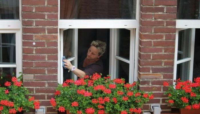 Как правильно и безопасно мыть окна