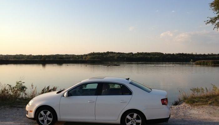 Volkswagen Jetta — современный, динамичный автомобиль