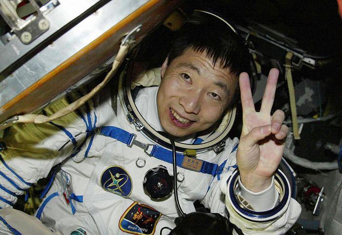 Первый китайский космонавт Ян Ливэй. Фото: AFP/AFP/Getty Images