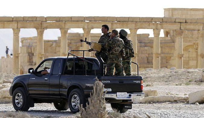 Сирийская армия патрулирует памятники Пальмиры. Фото: LOUAI BESHARA/AFP/Getty Images