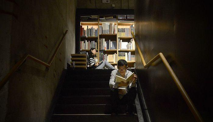 Китайский мусорщик подарил библиотеке свыше 1000 редких книг