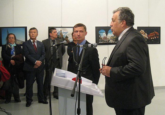 Выступление Андрея Карлова в Центре современного искусства в Анкаре. Фото: UGUR KAVAS/AFP/Getty Images
