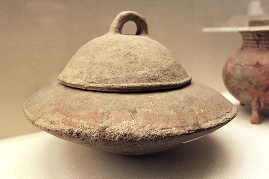 Сосуд из Яншао в провинции Хэнань, подобный тому, в котором была найдена 2000-летняя тушёная говядина. Фото: Wikimedia Commons