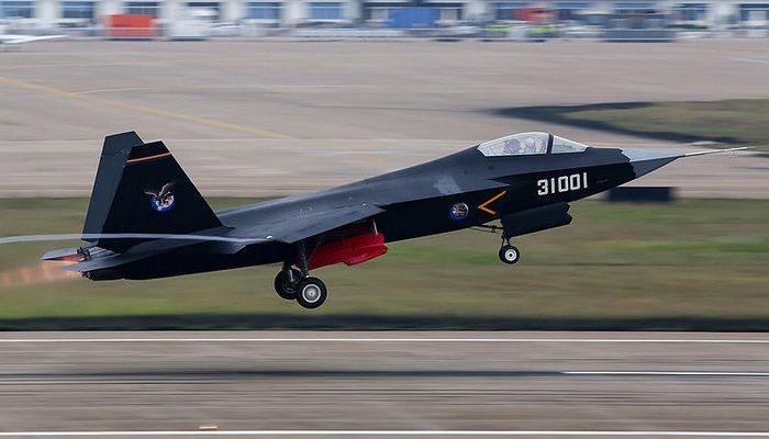 Китайские военные провели испытания нового истребителя FC-31