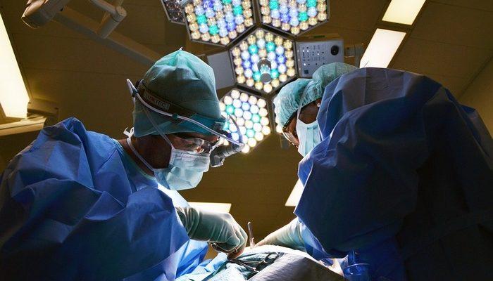 4-дневному малышу с врождённым пороком сердца провели операцию. Теперь ребёнок будет жить!