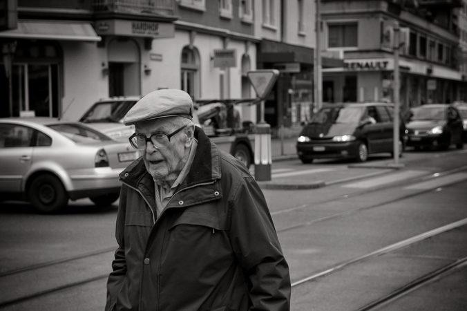 старик, пенсионер, пожилой человек, мужчина, дорога, улица, машина