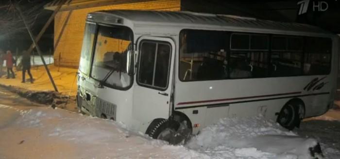 автобус, снег, авария