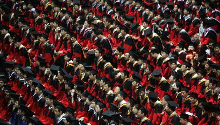 Студенты должны быть преданы коммунизму, если хотят успешно окончить престижные университеты в Китае