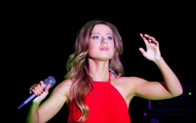 юлия савичева, певица, опёка