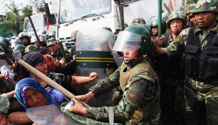 Умышленный сговор стоит за подавлением уйгуров в Синьцзяне