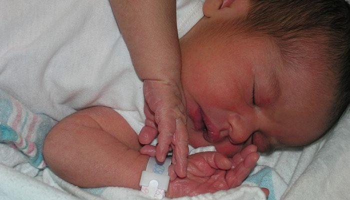 Многодетная мама родила девочку. Привезла домой, оказался мальчик
