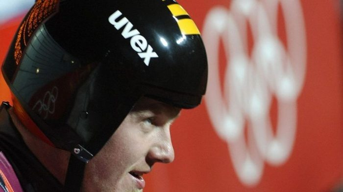 Олимпийского призёра-саночника мучили боли в спине. Необычный подход помог преодолеть недуг