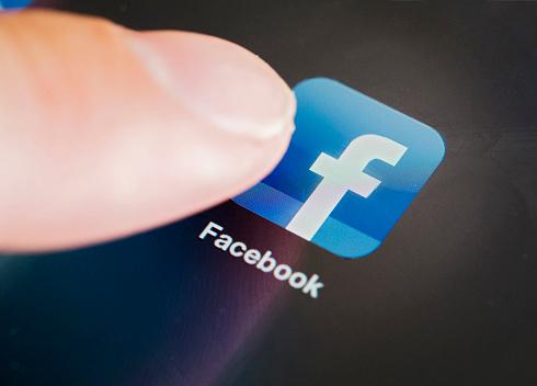 732415ead0dc353a1b54fc0c3b965272 1 - 20-летней матери-одиночке сказали, что младенец умер. Через 35 лет незнакомец написал ей в «Фейсбуке»