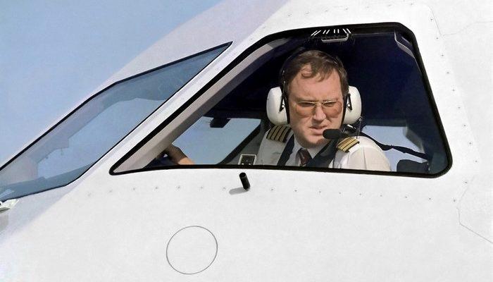 Муж узнал о беременности жены от пилота. Как же так?
