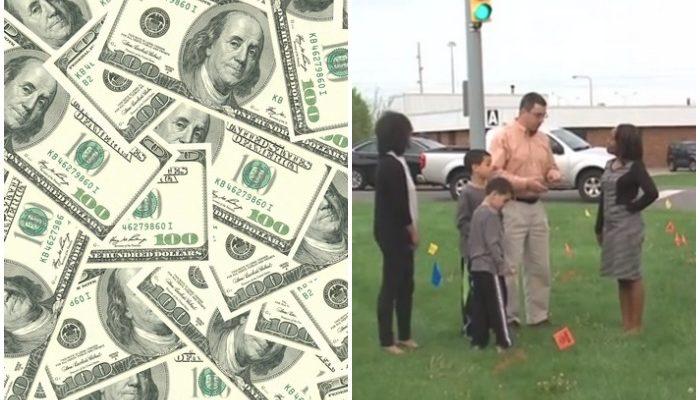 Семья подобрала сумку на обочине дороги. В ней лежали 14 000 $ наличными!