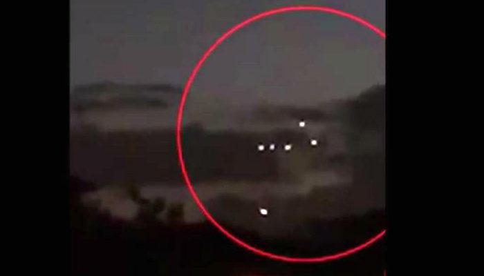10 неизвестных огней выстраивали фигуры в небе. НЛО? (видео)