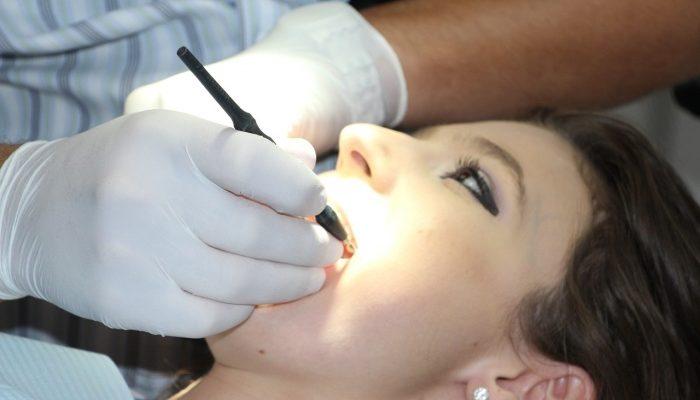 Лидокаин-спрей — удобное и эффективное средство для снятия зубной боли