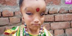 6-летнему индийскому мальчику поклоняются как Богу. Почему?